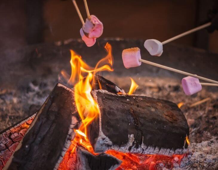 「ザランタン(The Lantown)あば村」で焼きマシュマロを楽しむ